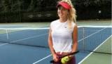 Найкраща тенісистка України дала інтерв'ю зі змією на шиї